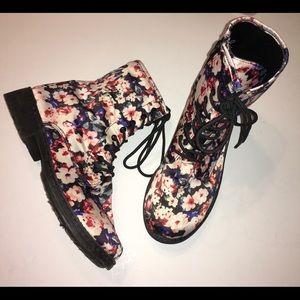 QUPID floral Moto boots